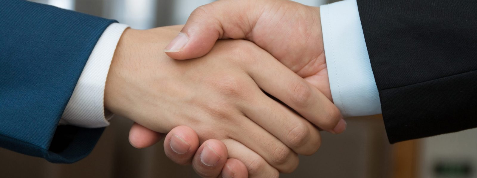 handshake-business-concepts-4k-conclusion-of-a-deal-business-people